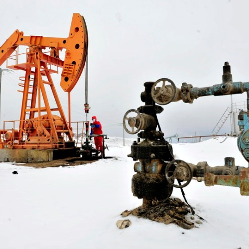 Oil drops as investors gauge big chill impact on U.S. refineries