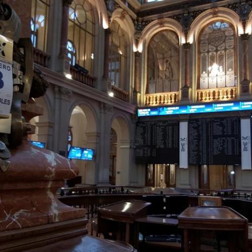French watchdog says EU monitoring market risk from social media
