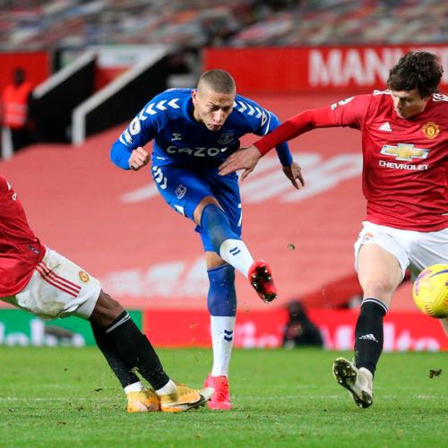 Last-gasp strike gives Everton 3-3 draw at Man United