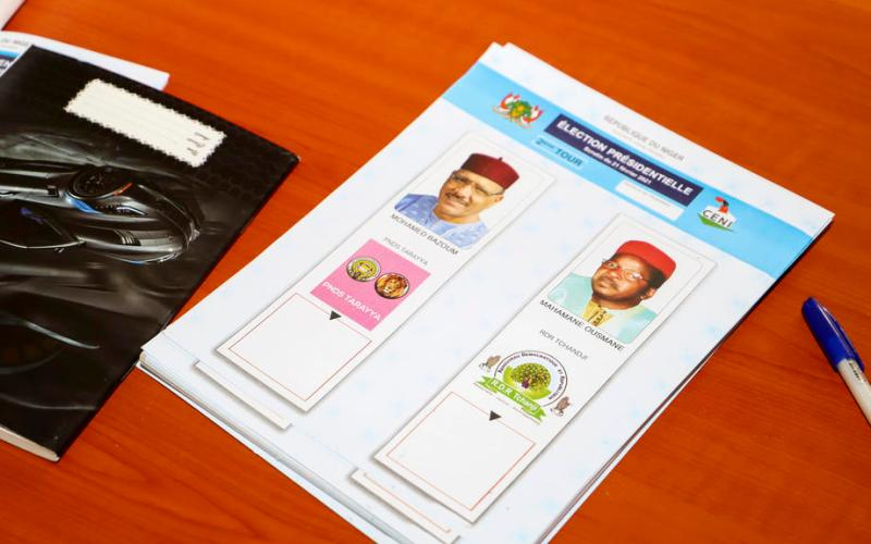 Niger votes in presidential runoff to usher in first democratic transition