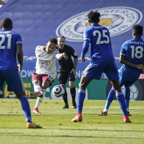 Arsenal rekindle European hopes with 3-1 win at Leicester