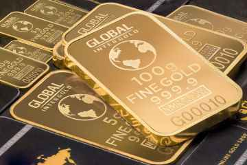 Gold rises as weaker dollar counters U.S. bond yields rally