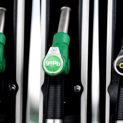Oil falls as European lockdowns douse recovery hopes