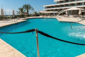 Mallorca and Ibiza re-introduce closure measures amid surge in Covid cases
