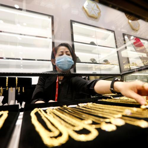 Gold scales one-week peak as dollar, U.S. yields ease