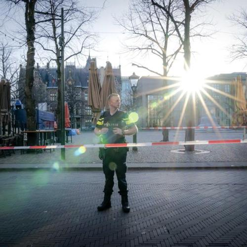 Photo Story – Police evacuate Binnenhof and Plein in The Hague