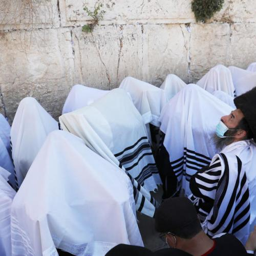 Photo Story – Priestly blessing and prayer at the Western Wall during Passover