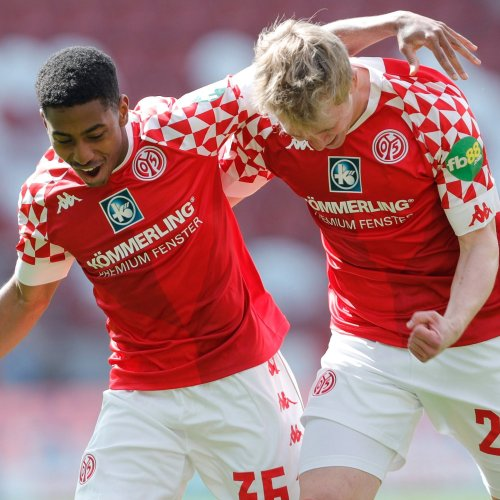 Bayern lose 2-1 at Mainz, wasting first chance to seal title