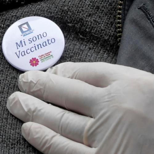 Italy's elderly pay high price for regional vaccine lottery