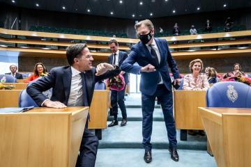 Dutch PM Rutte censured but survives no-confidence vote