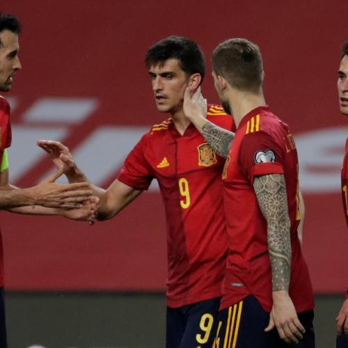 Spain cruise to top spot in qualfiers despite keeper howler