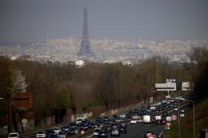 Most European city-dwellers support 2030 ban on combustion car sales, survey finds