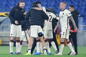 Roma survive Ajax onslaught to progress