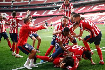 Late Suarez strike sends Atletico to brink of title