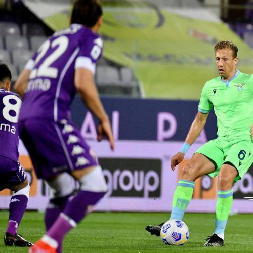 Lazio miss chance to close gap on top four after loss at Fiorentina