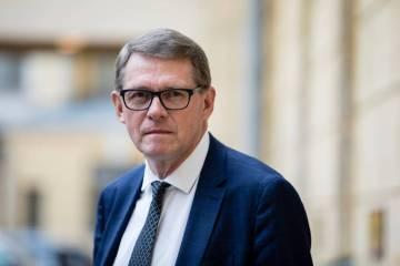 UPDATED: Finnish finance minister Vanhanen steps down to give position to party leader Saarikko