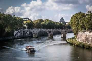 Man critical after falling from bridge while taking selfie in Rome