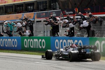 Pitstop strategy gives Hamilton victory in Spanish GP