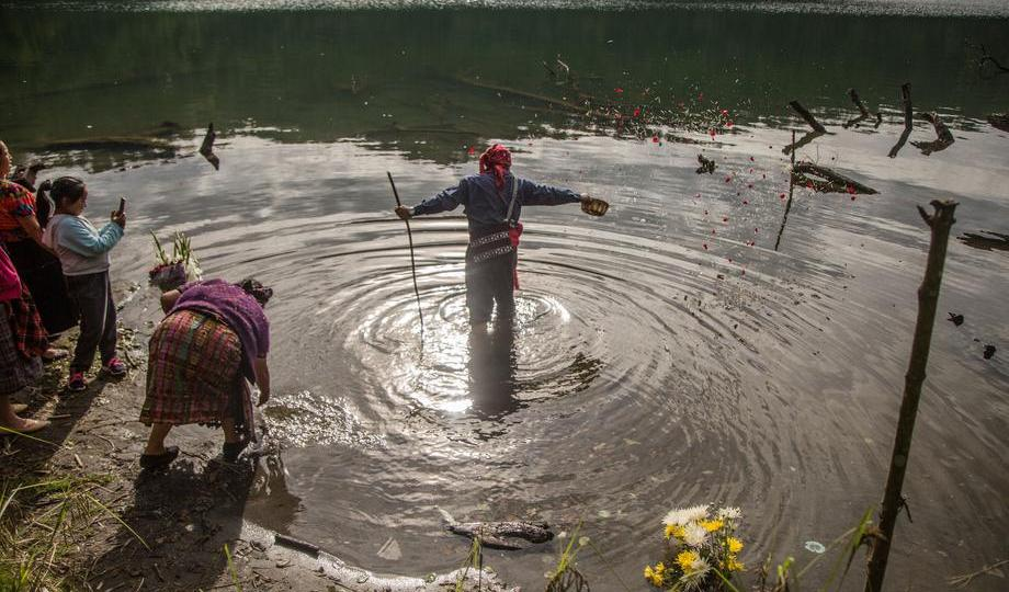 Photo Story – Mam Indians carry out Prayer of Rain 40 days after the end of Holy Week, in Guatemala