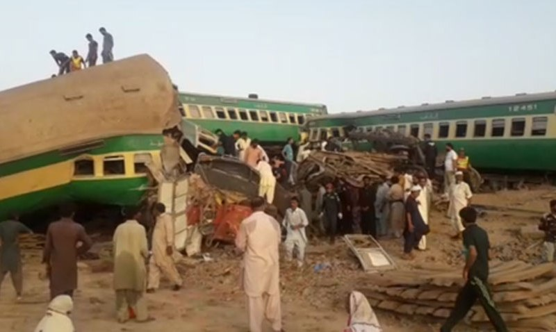 UPDATED: Pakistani train collision leaves 41 dead, more than 100 wounded