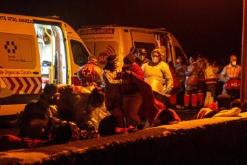 Hundreds of migrants land in Sicily, others rescued after boat runs aground in Spain