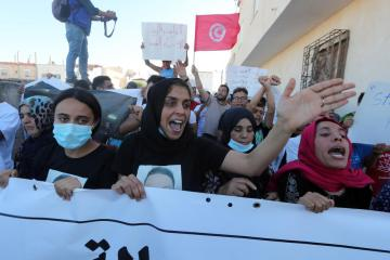 """EU calls for """"return to normality"""" for institutions in Tunisia"""