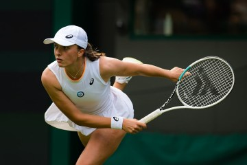 Swiatek swats aside Hsieh to make strong start at Wimbledon
