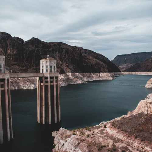 Hoover Dam reservoir hits record low, in sign of extreme western U.S. drought