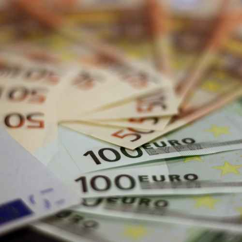 EU to keep its borrowing limits suspended in 2022, restore them in 2023
