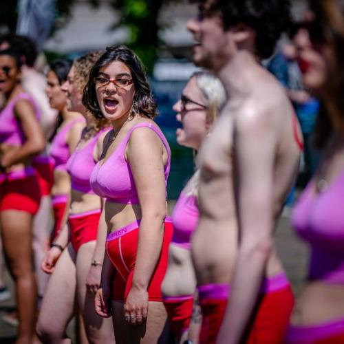 Photo Story – Students protest in underwear against loan system in The Hague