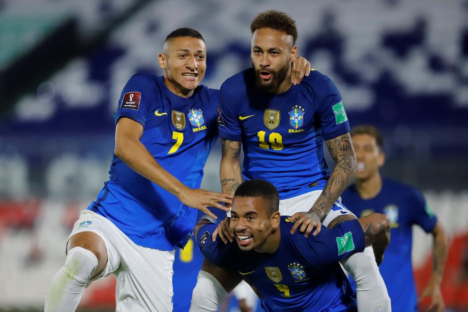 Brazil score early and late to defeat Paraguay 2-0