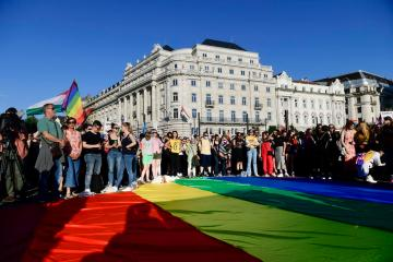 Hungary approves law banning promotion homosexuality and gender change among children