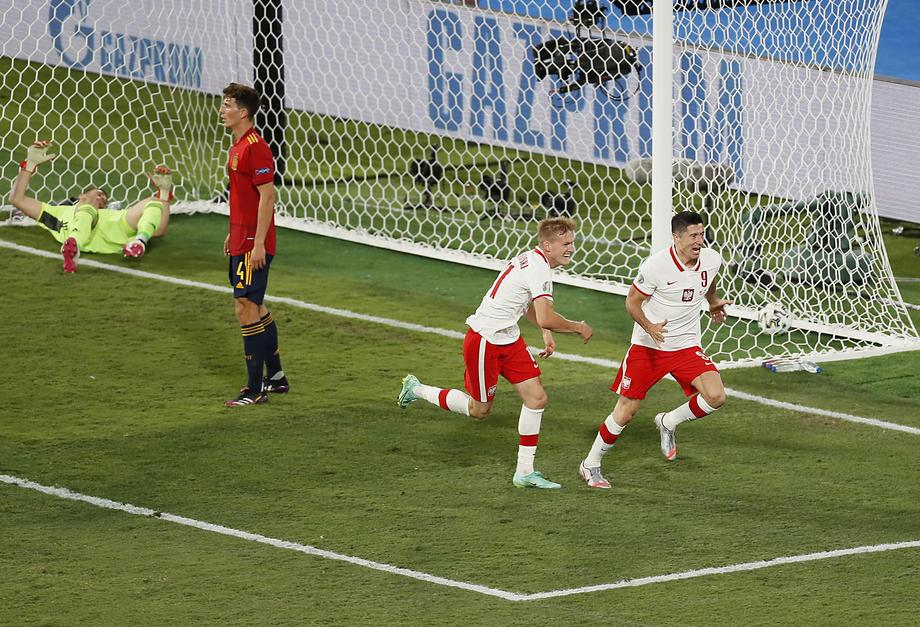 Lewandowski keeps Poland alive as Spain stutter again