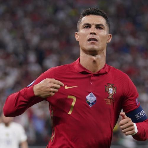 Manchester United welcomes Cristiano Ronaldo home