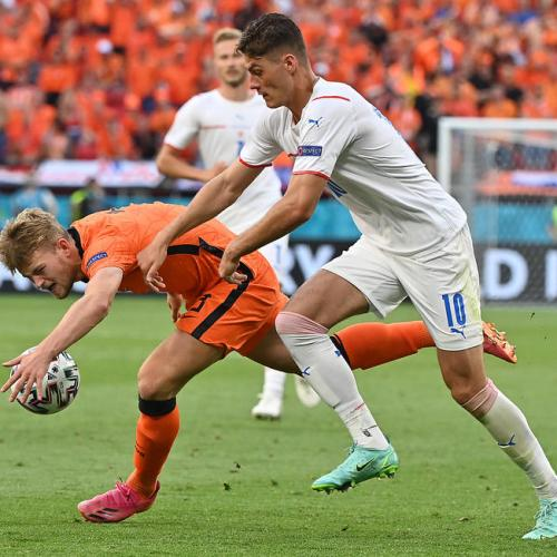 Czechs cash in with surprise last-16 win over Netherlands