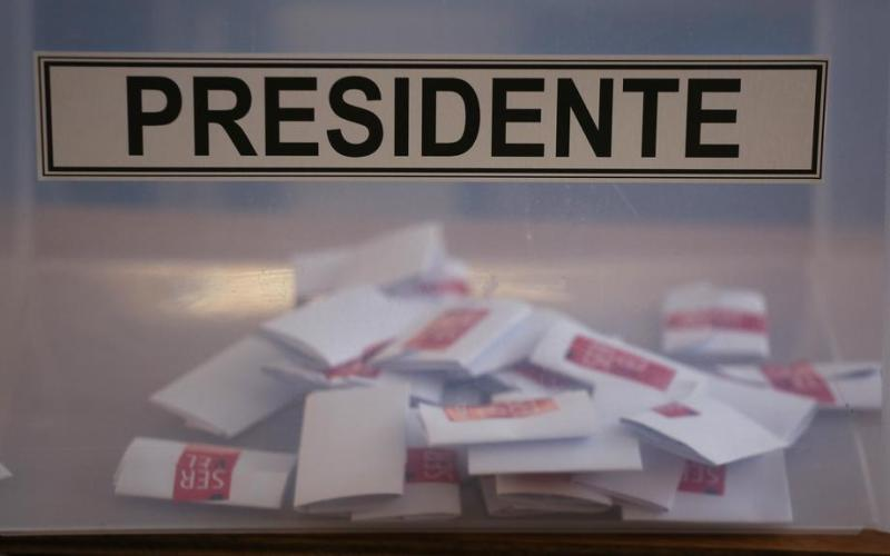 Half of Chileans still scratching heads over November presidential pick, poll shows
