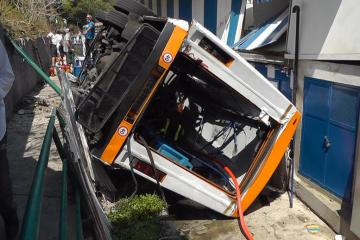 Photo Story: One dead in minibus crash in Capri, Italy