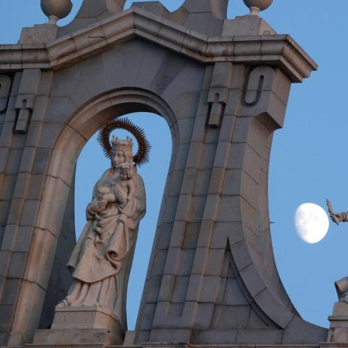 Photo Story – Madrid Moon