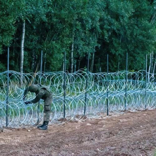 Poland builds a fence to stop migrants