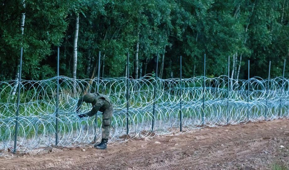Polandsays it found evidence of extremism onmigrants' phones