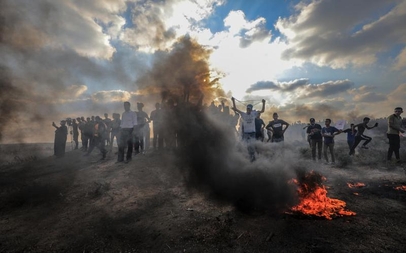 Israel bombs Hamas sites in Gaza over fire balloons -military