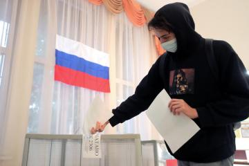 Russia's ruling pro-Putin party wins majority after crackdown but loses some ground