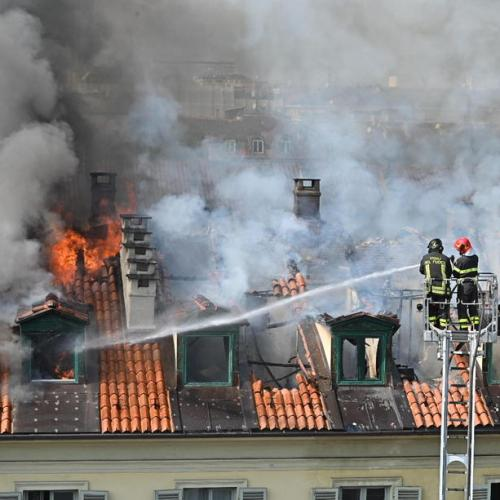 In Pictures – Over 100 evacuated after fire hits Turin apartment block