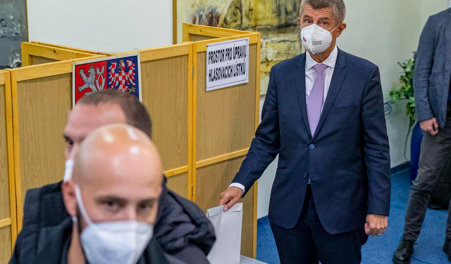 Czech PM Babis pledges smooth power handover to opposition