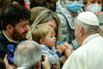 Photo Story: Tender moment during Pope Francis' general audience