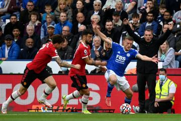 Vardy strikes as Leicester sink Man United in 4-2 thriller