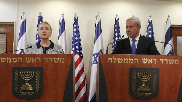 <b>Clinton</b> dejó gira <b>con</b> Obama por reunión <b>con</b> <b>Netanyahu</b>. (Reuters)