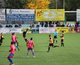 Lance de juego del partido entre el CD Galapagar y el Torrejón