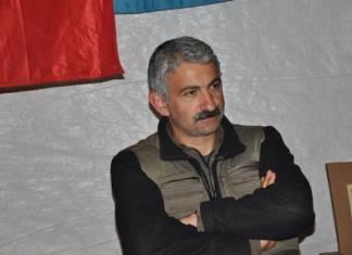 C'est avec une profonde tristesse que nous apprenons aujourd'hui la mort de Dalokay Sanli, connu sous le nom de Sinan Dersim, un grand révolutionnaire, intellectuel et commandant kurde, survenue le 27 octobre 2020, dans un bombardement aérien de l'armée turque, dans les montagnes du Kurdistan irakien.