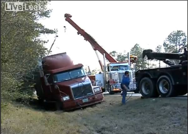VIDEO: Very Lucky Tow Truck Driver